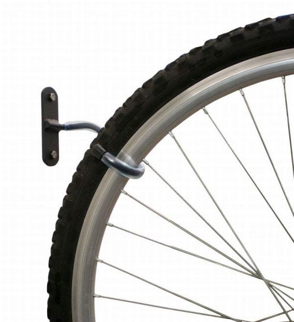 Laikiklis skirtas bet kokio tipo dviračiams. Pakabinkite dviratį už priekinio rato.